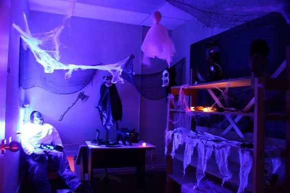 Halloween scary reading room ideas