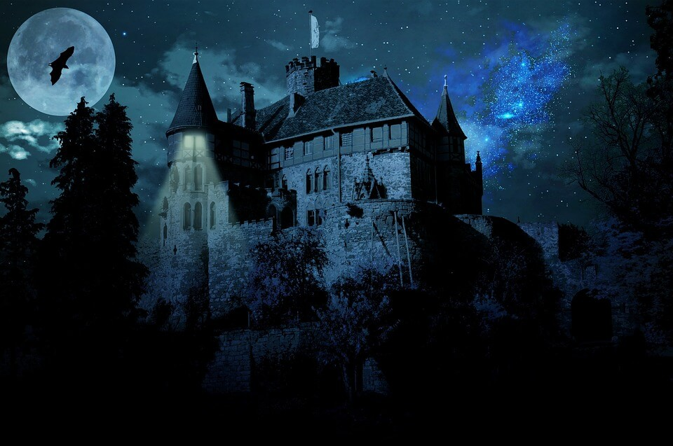 dark halloweenn house
