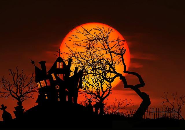 halloween haunted house full moon